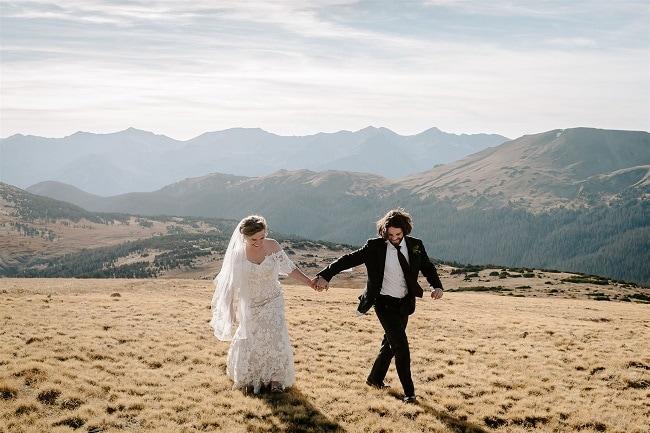 Courtney70-Lynn-colorado-adventure-elopement-packages-destination-wedding-photographer-estes-park-elope-blue-sky