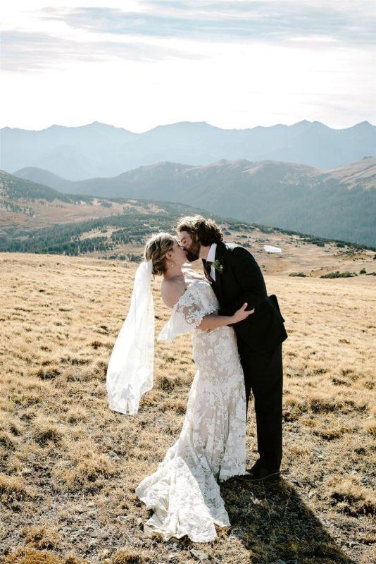 Courtney80-Lynn-colorado-adventure-elopement-packages-destination-wedding-photographer-estes-park-elope-kiss