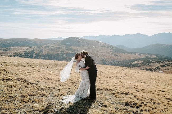 Courtney81-Lynn-colorado-adventure-elopement-packages-destination-wedding-photographer-estes-park-elope-mountain