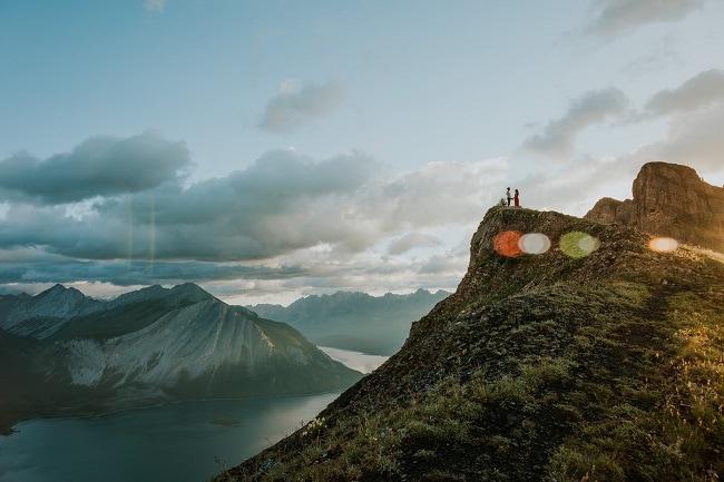 Helena+Vincent-Kananaskis-sarrail-ridge-elopement-destination-wedding-adventure-mountain-hike-rawson-lake-blue-alpine-celestine-aerden-sunrise-wildflowers