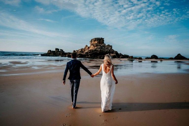 Hochzeit-in-Portugal-an-der-Algarve-01-elopement-wedding-beach-intimate-ceremony-coast-sand-sea-sunset-love-elope