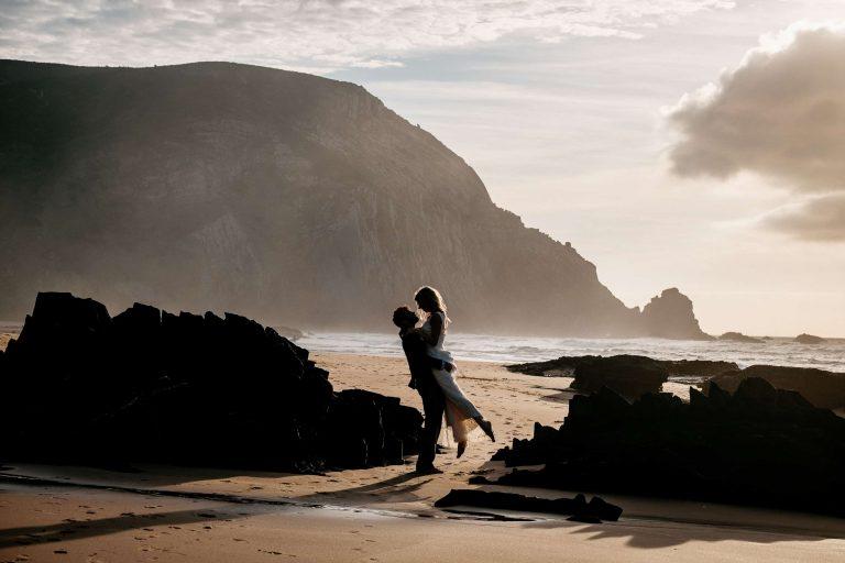 Hochzeit-in-Portugal-an-der-Algarve-04-elopement-wedding-beach-intimate-ceremony-coast-sand-sea-sunset-love-elope