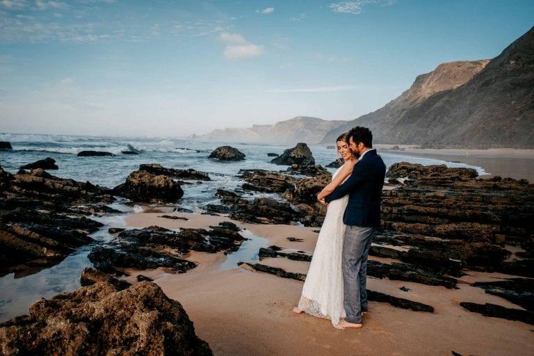 Hochzeit-in-Portugal-an-der-Algarve-05-elopement-wedding-beach-intimate-ceremony-coast-sand-sea-sunset-love-elope