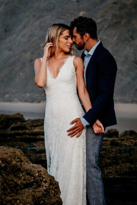 Hochzeit-in-Portugal-an-der-Algarve-07-elopement-wedding-beach-intimate-ceremony-coast-sand-sea-sunset-love-elope