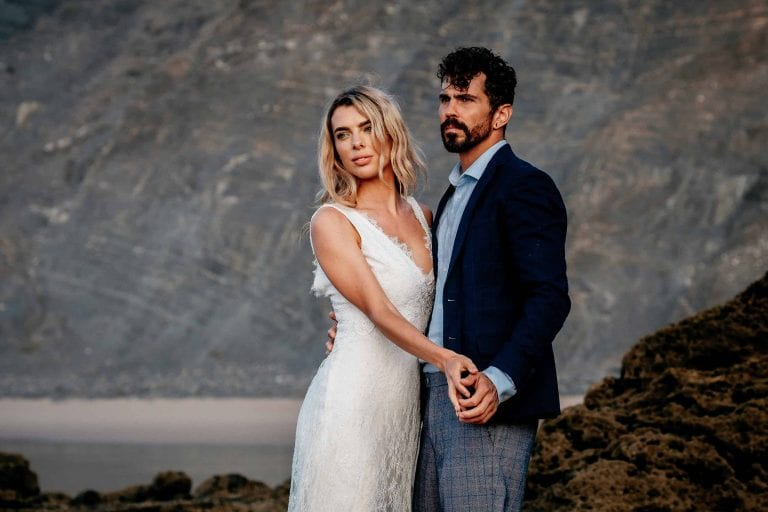 Hochzeit-in-Portugal-an-der-Algarve-10-elopement-wedding-beach-intimate-ceremony-coast-sand-sea-sunset-love-elope