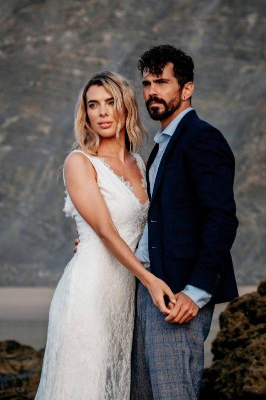 Hochzeit-in-Portugal-an-der-Algarve-11-elopement-wedding-beach-intimate-ceremony-coast-sand-sea-sunset-love-elope