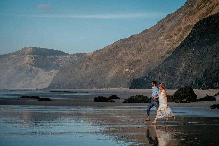 Hochzeit-in-Portugal-an-der-Algarve-12-elopement-wedding-beach-intimate-ceremony-coast-sand-sea-sunset-love-elope