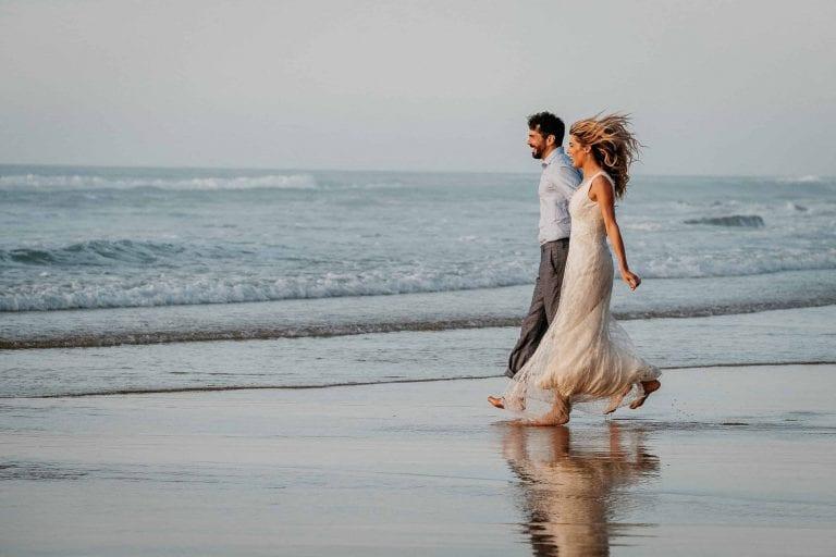 Hochzeit-in-Portugal-an-der-Algarve-13-elopement-wedding-beach-intimate-ceremony-coast-sand-sea-sunset-love-elope