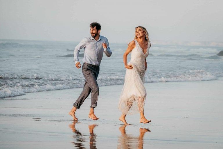 Hochzeit-in-Portugal-an-der-Algarve-14-elopement-wedding-beach-intimate-ceremony-coast-sand-sea-sunset-love-elope