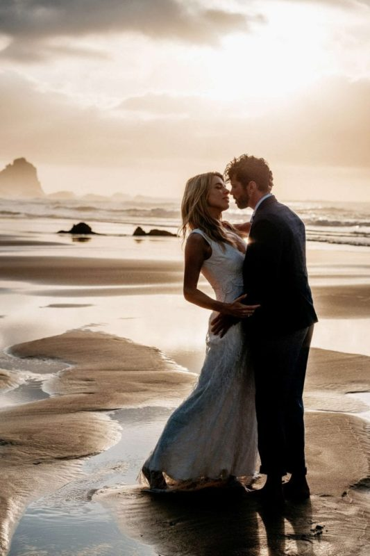 Hochzeit-in-Portugal-an-der-Algarve-16-elopement-wedding-beach-intimate-ceremony-coast-sand-sea-sunset-love-elope