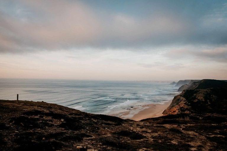 Hochzeit-in-Portugal-an-der-Algarve-19-elopement-wedding-beach-intimate-ceremony-coast-sand-sea-sunset-love-elope