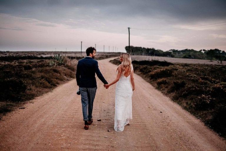 Hochzeit-in-Portugal-an-der-Algarve-32-elopement-wedding-beach-intimate-ceremony-coast-sand-sea-sunset-love-elope