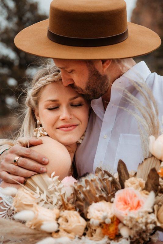 Jaci11-Berkopec-Bohemian-Chic-Vibes-Destination-Elopement-Intimate-Wedding-Photographer-Sedona-Arizona-Adventure