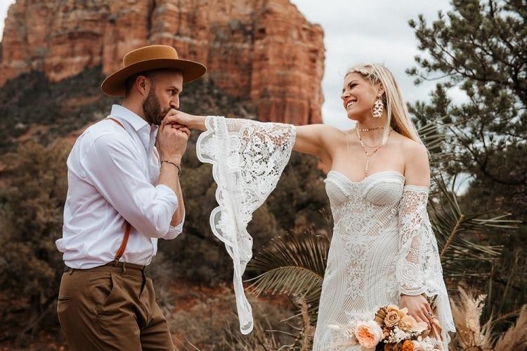 Jaci12-Berkopec-Bohemian-Chic-Vibes-Destination-Elopement-Intimate-Wedding-Photographer-Sedona-Arizona-Adventure