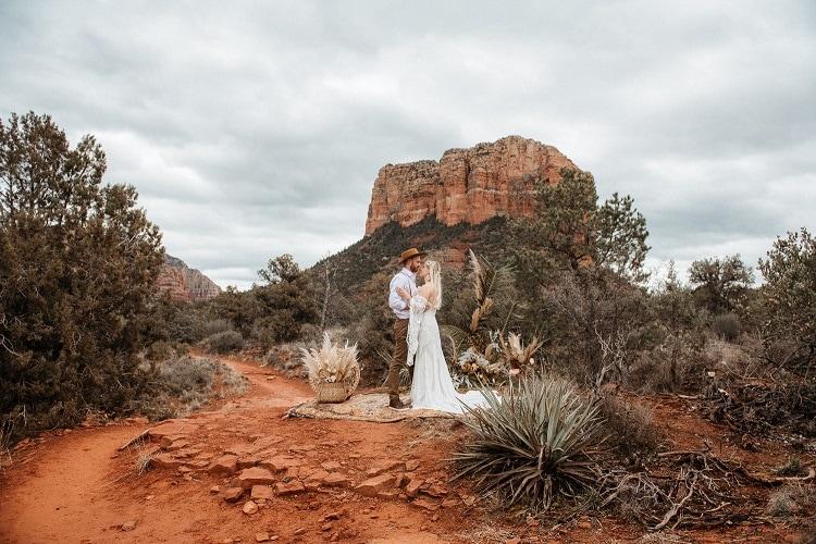 Jaci21-Berkopec-Bohemian-Chic-Vibes-Destination-Elopement-Intimate-Wedding-Photographer-Sedona-Arizona-Adventure