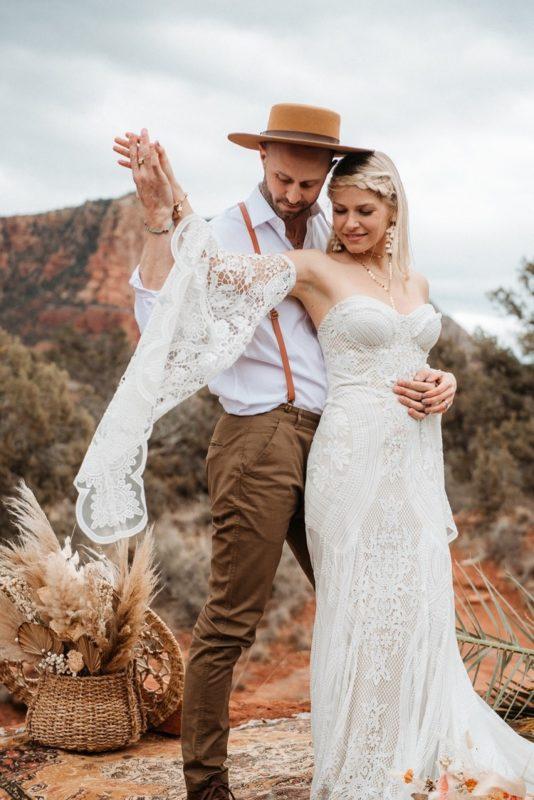 Jaci22-Berkopec-Bohemian-Chic-Vibes-Destination-Elopement-Intimate-Wedding-Photographer-Sedona-Arizona-Adventure