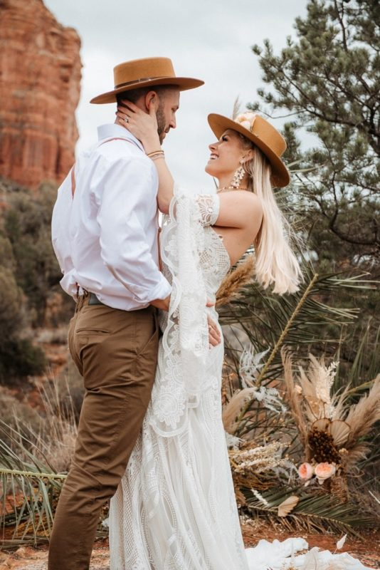 Jaci23-Berkopec-Bohemian-Chic-Vibes-Destination-Elopement-Intimate-Wedding-Photographer-Sedona-Arizona-Adventure