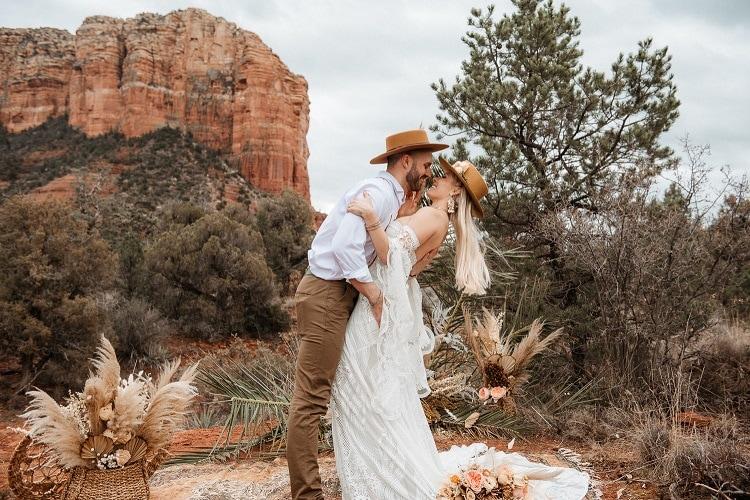 Jaci24-Berkopec-Bohemian-Chic-Vibes-Destination-Elopement-Intimate-Wedding-Photographer-Sedona-Arizona-Adventure