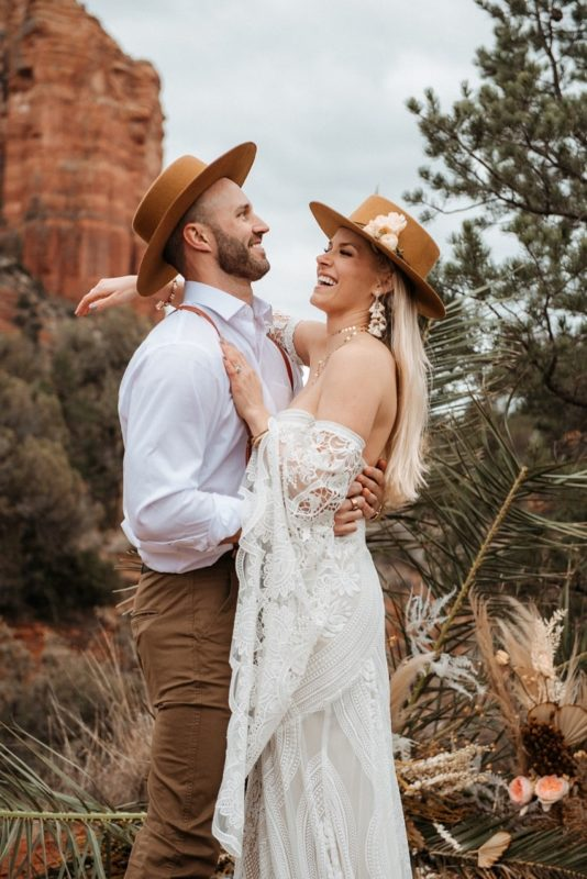 Jaci25-Berkopec-Bohemian-Chic-Vibes-Destination-Elopement-Intimate-Wedding-Photographer-Sedona-Arizona-Adventure