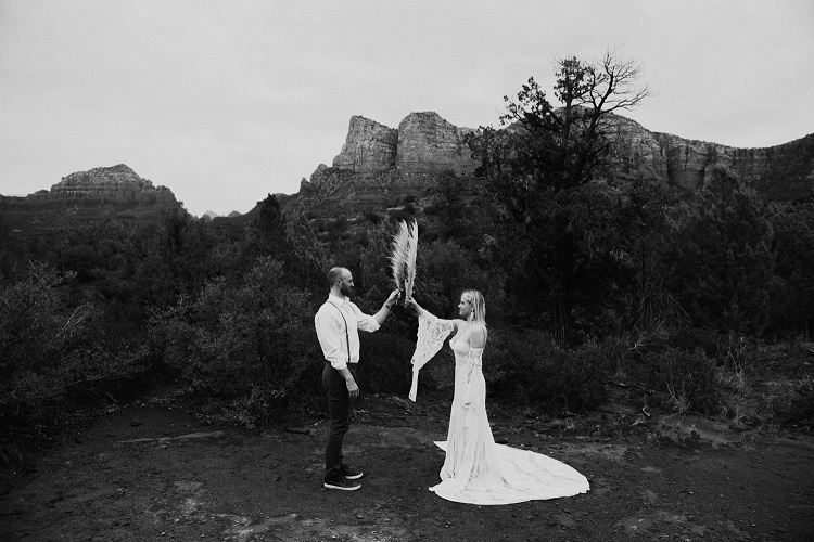 Jaci40-Berkopec-Bohemian-Chic-Vibes-Destination-Elopement-Intimate-Wedding-Photographer-Sedona-Arizona-Adventure