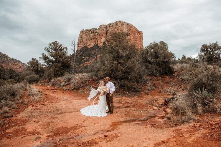 Jaci5-Berkopec-Bohemian-Chic-Vibes-Destination-Elopement-Intimate-Wedding-Photographer-Sedona-Arizona-Adventure