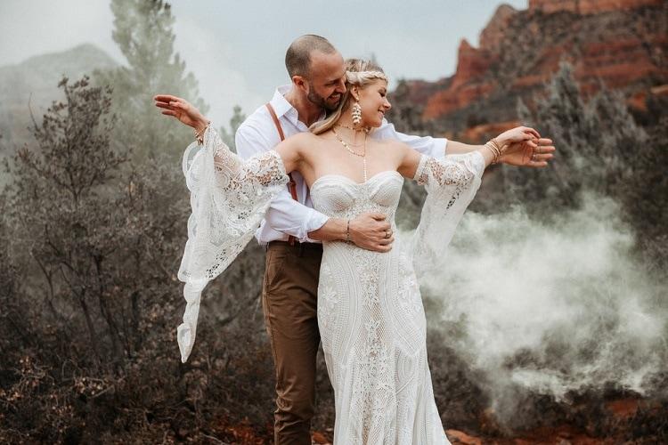 Jaci51-Berkopec-Bohemian-Chic-Vibes-Destination-Elopement-Intimate-Wedding-Photographer-Sedona-Utah-Adventure