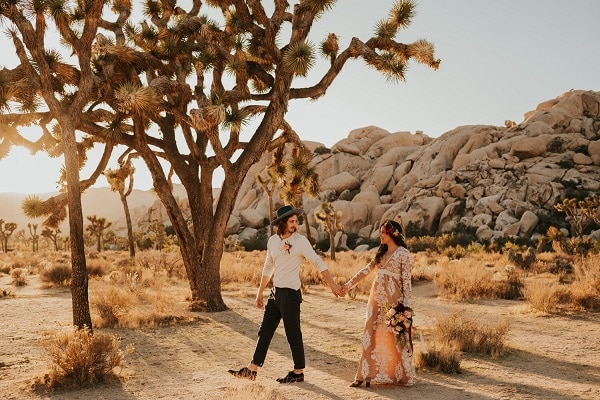 Joshua-Tree-Elopement-Carrie-rogers-Photography_destination-micro-wedding-packages-california-elope-usa-intimate-desert-ceremony-love-boho