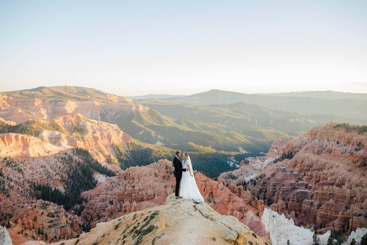 Kylelovestori-elopement-wedding-destination-photographer-utah-america-west-elope-adventure-intimate-wild-mountain-love-best-places