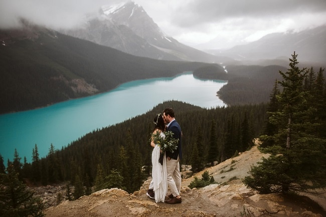 Peyto-Lake-blue-summer-rain-adventure-Elopement-destination-outdoor-wedding-micro-small-intimate-Banff-National-Park-alberta-elope-canada-mountain