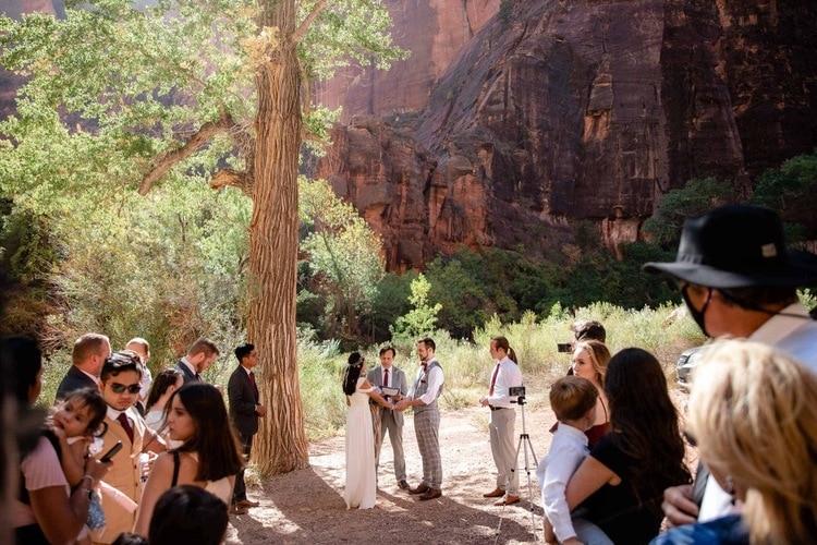 Temple-of-Sinewava-Zion-National-Park-kyle-loves-tori-elope-adventure-destination-red-rock-wedding-nature-Elopement-intimate-ceremony