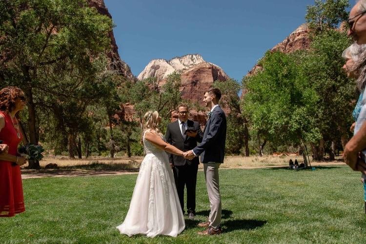Zion-Lodge-Lawn-Zion-National-Park-Wedding-kyle-loves-tori-elope-adventure-destination-red-rock-wedding-Elopement-intimate-ceremony