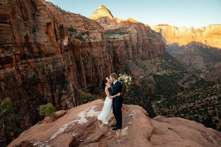 Zion-national-park-Elopement-canyon-overlook-First-look-portraits-kyle-loves-tori-adventure-destination-wedding