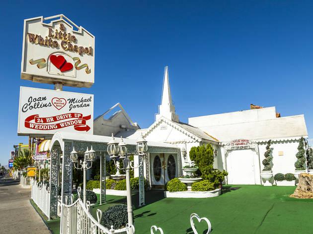 a-little-white-chapel-las-vegas-elope-destination-wedding-photographer-elopement-usa-nevada-micro-packages