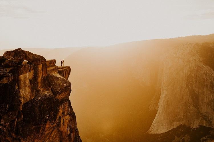 allison-slater-destination-elopement-adventure-wedding-photographer-yosemite-valley-taft-point-usa-mountain-love-elope-wild-california