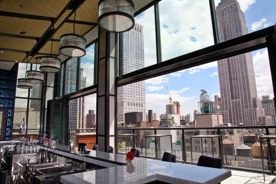archer-hotel-spyglass-rooftop-bar-new-york-elopement-destination-wedding-big-apple-intimate-ceremony-small-outdoor-elope-adventure