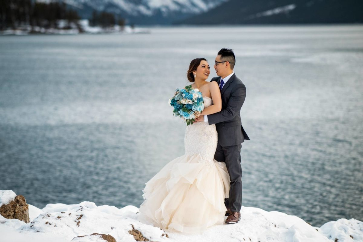 bdfk10-photography-banff-alberta-elopement-wedding-canada-adventure-elope-mountain-winter-snow-lake-minnewanka