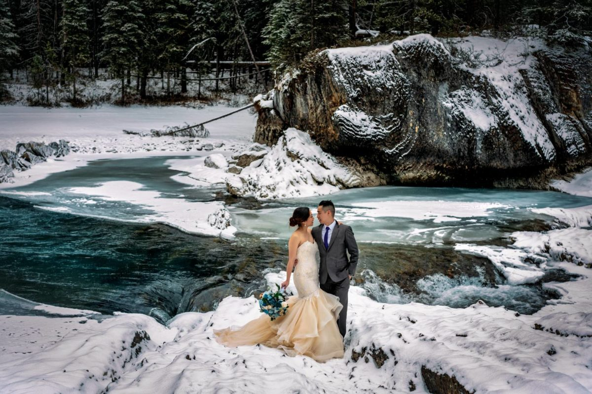 bdfk16-photography-banff-alberta-elopement-wedding-canada-adventure-elope-mountain-winter-snow-lake-minnewanka