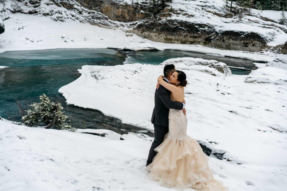 bdfk18-photography-banff-alberta-elopement-wedding-canada-adventure-elope-mountain-winter-snow-lake-minnewanka