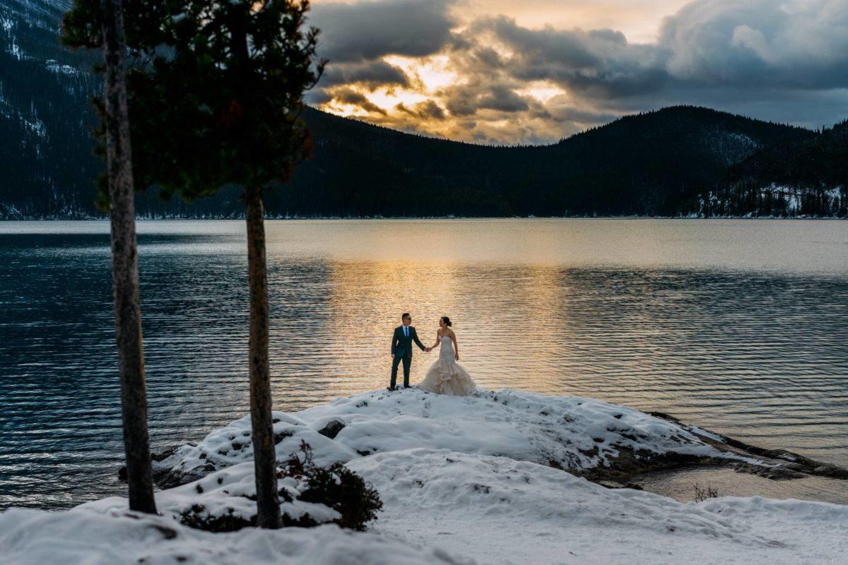 bdfk2-photography-banff-alberta-elopement-wedding-canada-adventure-elope-mountain-winter-snow-lake-minnewanka