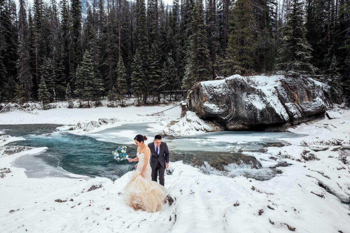 bdfk21-photography-banff-alberta-elopement-wedding-canada-adventure-elope-mountain-winter-snow-lake-minnewanka