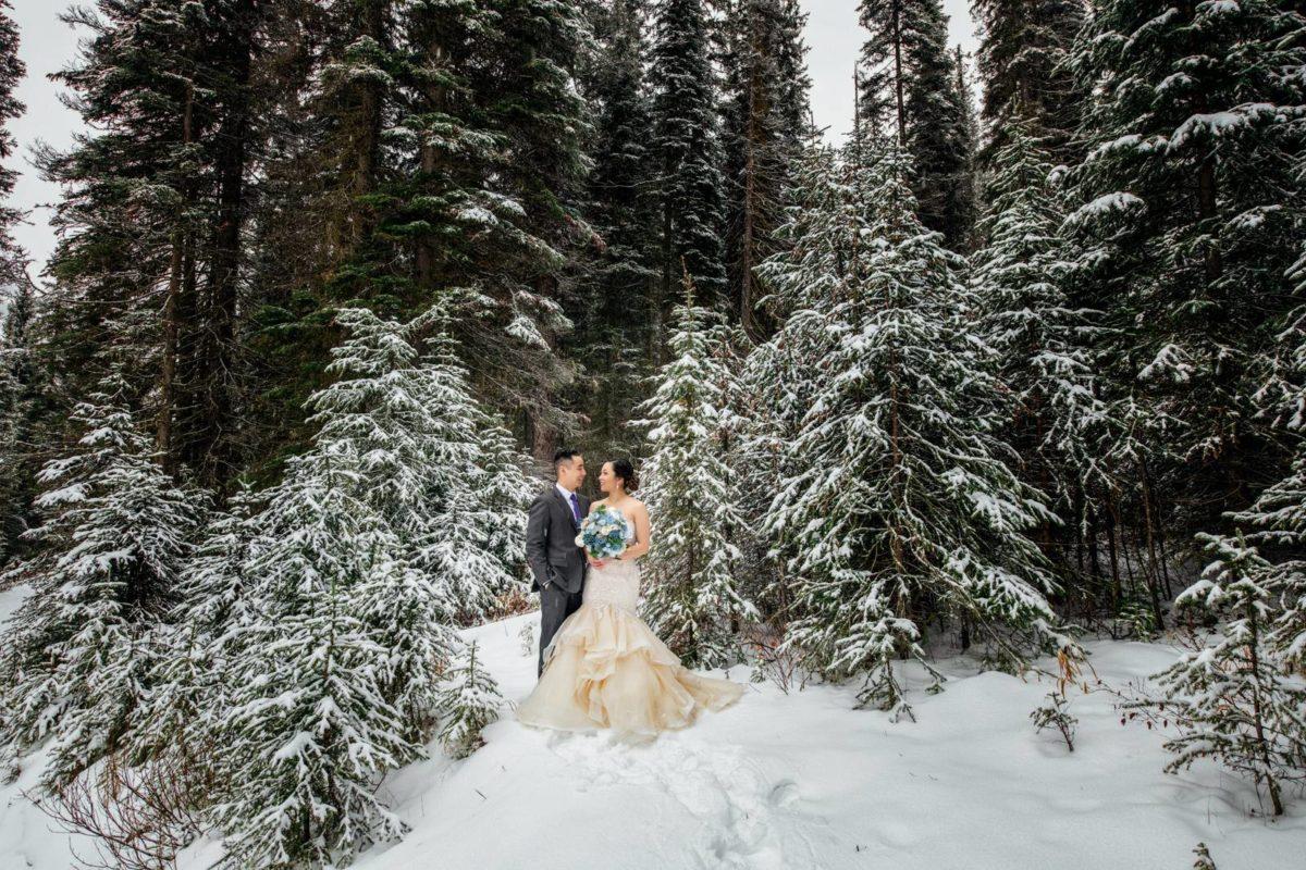bdfk24-photography-banff-alberta-elopement-wedding-canada-adventure-elope-mountain-winter-snow-lake-minnewanka
