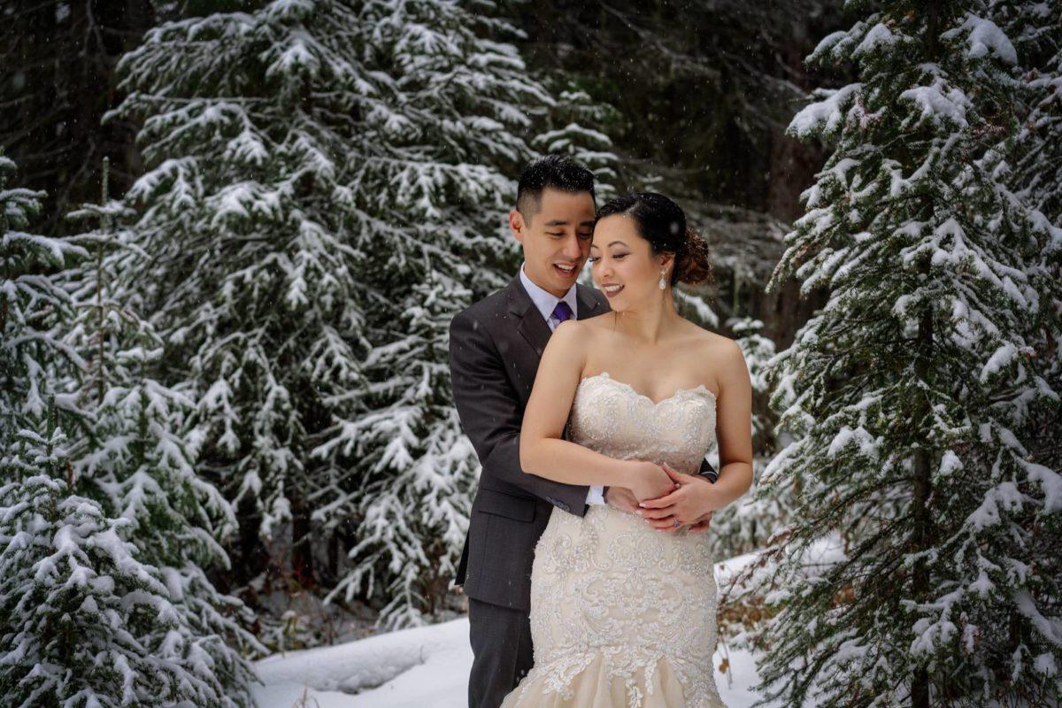 bdfk26-photography-banff-alberta-elopement-wedding-canada-adventure-elope-mountain-winter-snow-lake-minnewanka