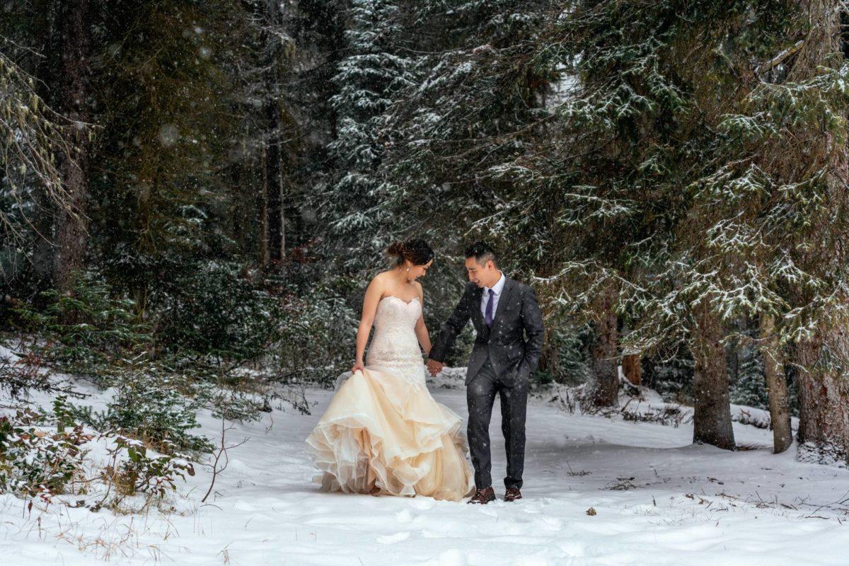 bdfk27-photography-banff-alberta-elopement-wedding-canada-adventure-elope-mountain-winter-snow-lake-minnewanka