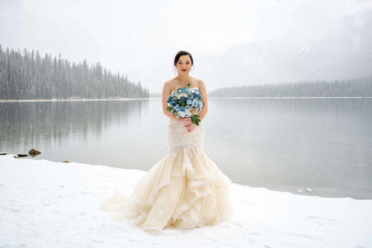 bdfk29-photography-banff-alberta-elopement-wedding-canada-adventure-elope-mountain-winter-snow-emerald-glacier-lake