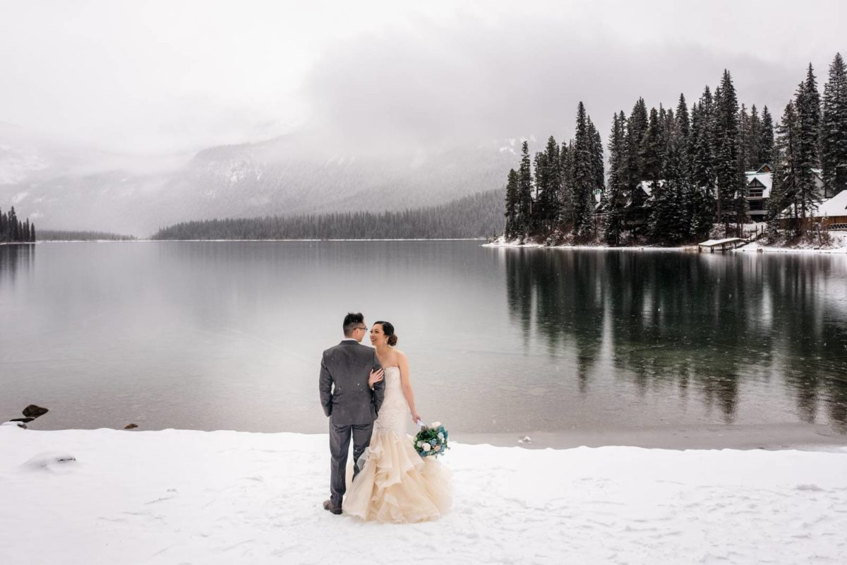 bdfk32-photography-banff-alberta-elopement-wedding-canada-adventure-elope-mountain-winter-snow-emerald-glacier-lake