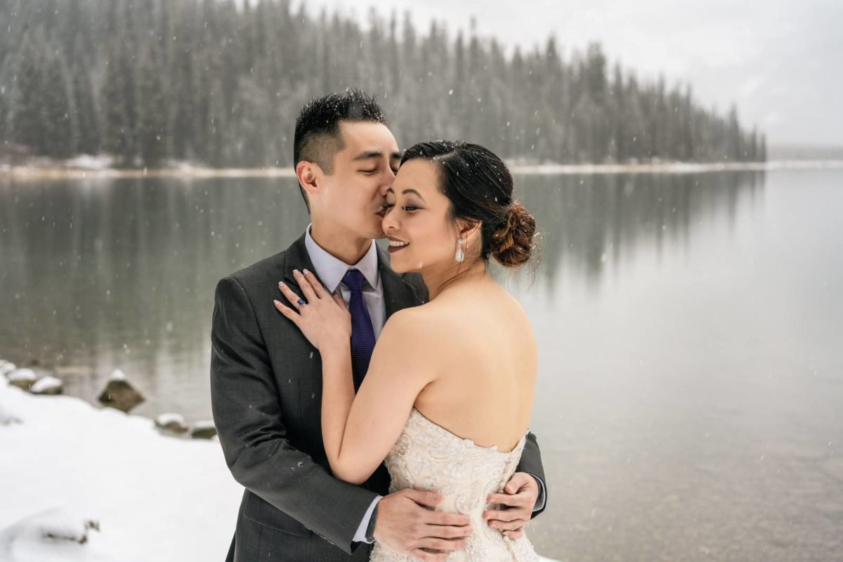 bdfk33-photography-banff-alberta-elopement-wedding-canada-adventure-elope-mountain-winter-snow-emerald-glacier-lake