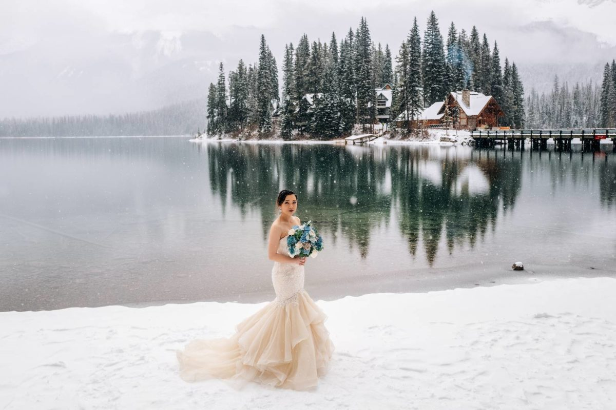bdfk34-photography-banff-alberta-elopement-wedding-canada-adventure-elope-mountain-winter-snow-emerald-glacier-lake