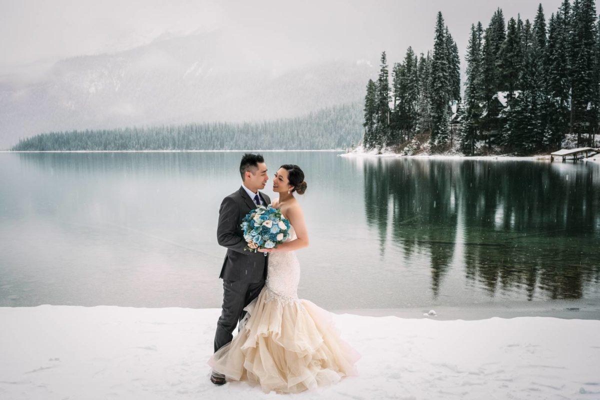 bdfk35-photography-banff-alberta-elopement-wedding-canada-adventure-elope-mountain-winter-snow-emerald-glacier-lake