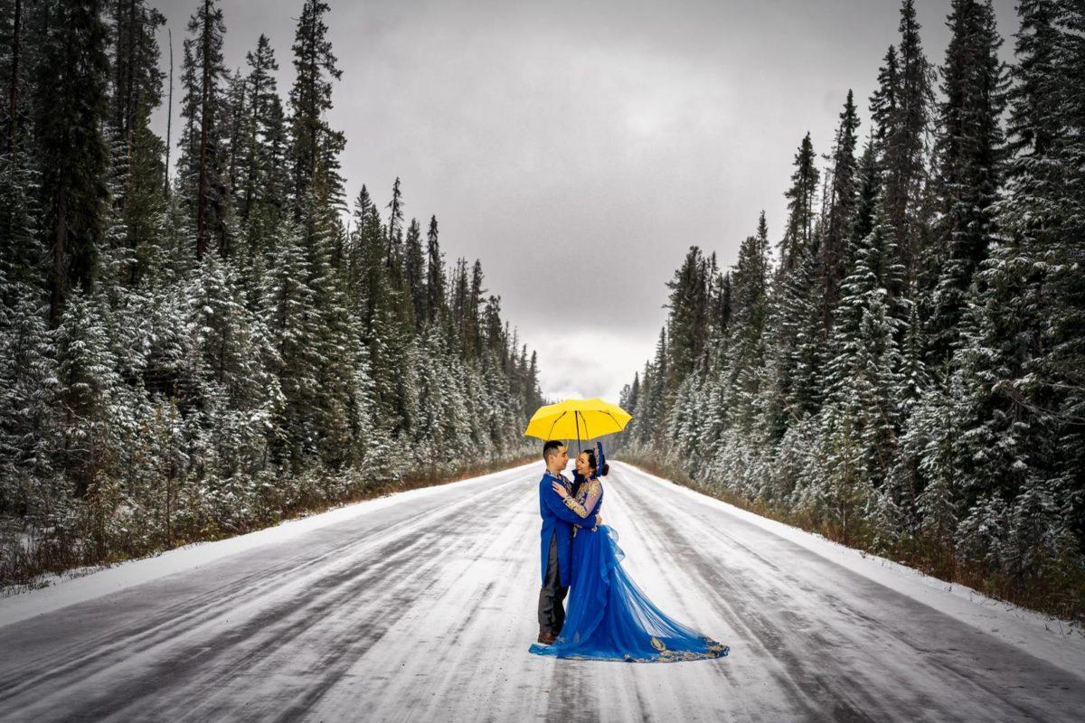 bdfk38-photography-banff-alberta-elopement-wedding-canada-adventure-elope-mountain-winter-snow-emerald-glacier-lake
