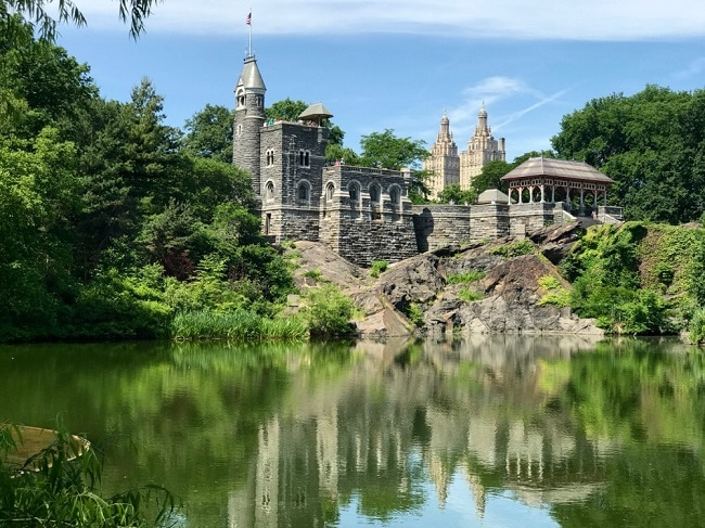 belvedere-castle-central-park-the-lake-best-places-to-elope-in-new-york-elopement-destination-wedding-big-apple-intimate-ceremony-small-outdoor-adventure-nyc1